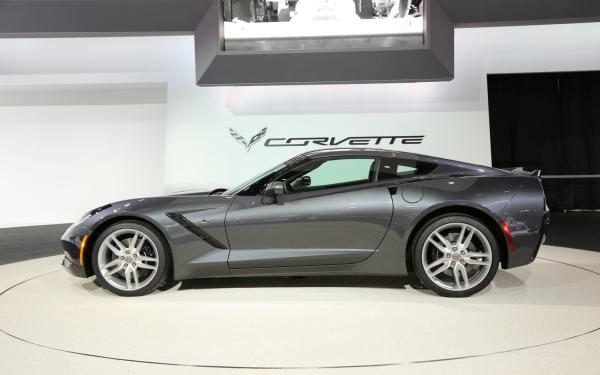2014-Chevrolet-Corvette-Stingray-side